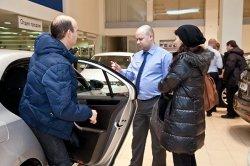 Падение рубля вызовет закономерный рост цен на автомобили