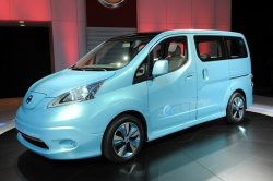 Nissan представил серийную версию фургона e-NV200