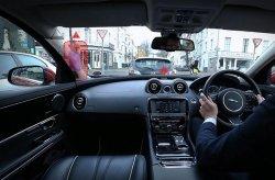 В Land Rover придумали прозрачные стойки