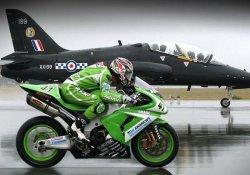 Что быстрее: автомобиль, мотоцикл или самолет?